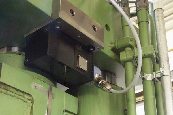 油壓機使用wachendorff拉線式編碼器