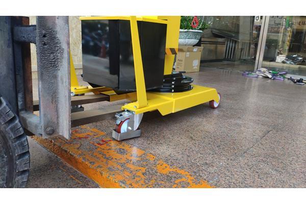移動式吊車教學-使用堆高機搬運移動式天車